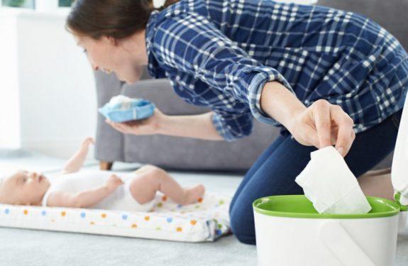Ideas para entretener al bebé cuando le cambias el pañal