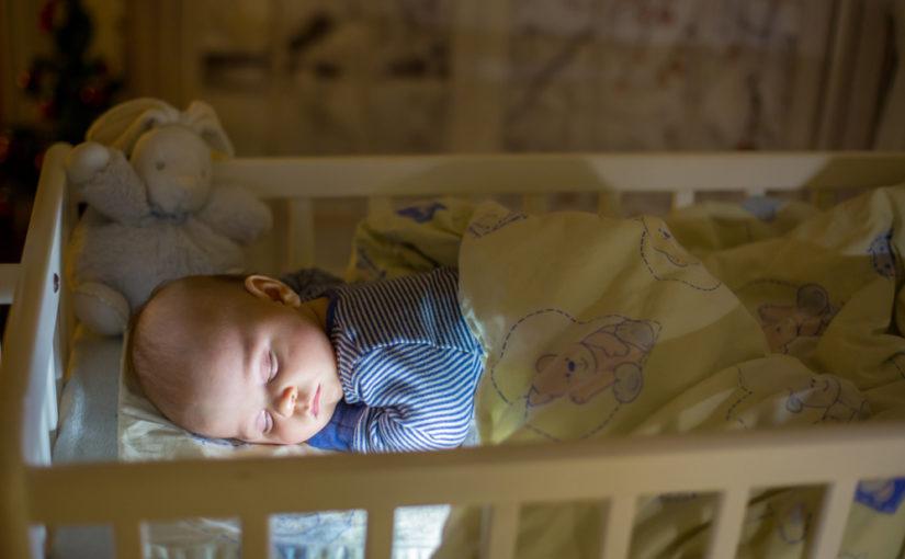 5 precauciones para evitar que el bebé se caiga de la cuna