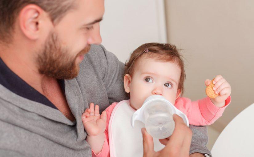 Cómo calentar el biberón del bebé