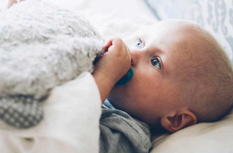 Cómo quitar las legañas del bebé