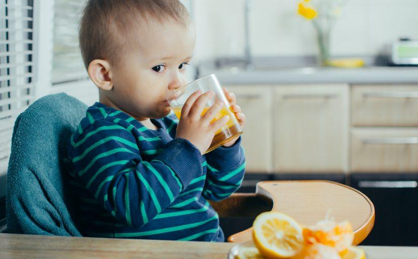 Los primeros zumos del bebé: todo lo que debes saber