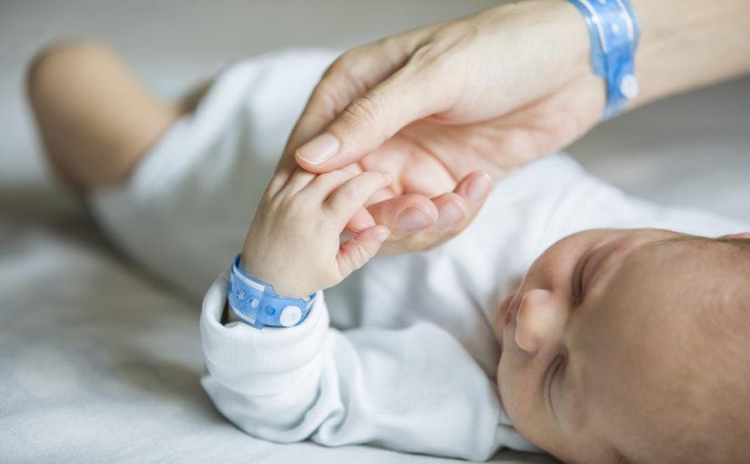 ¿En qué consiste la prueba del oído en bebés?