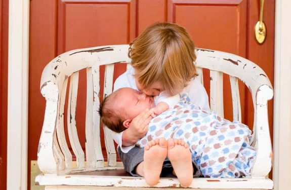 ¿Qué regalar al hermanito de un recién nacido?