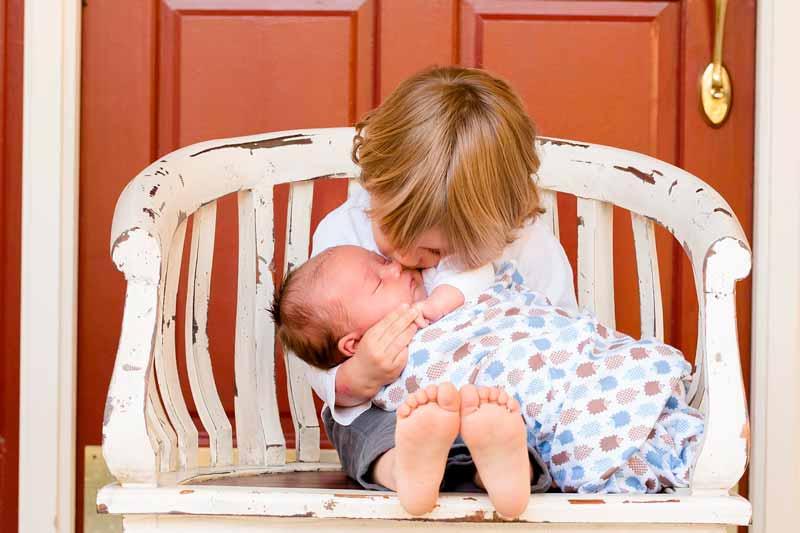 5 regalos excepcionales para el hermano de un recién nacido