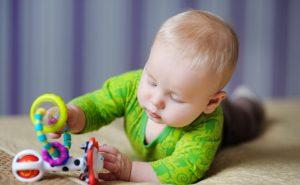 Trucos para saber si el bebé es diestro o zurdo