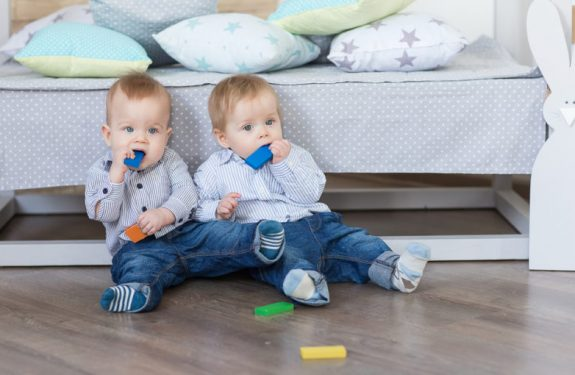 Cómo enseñar a sentarse al bebé